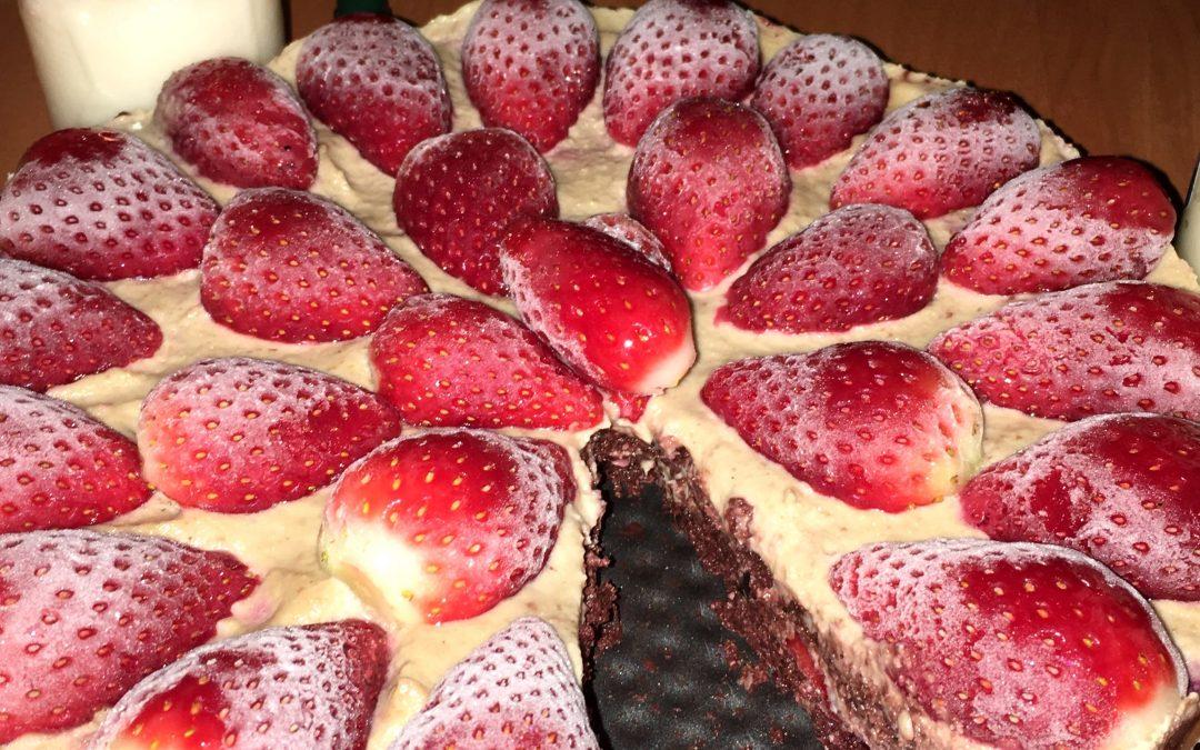Tarta de fresa crudivegana de preparacion rapida